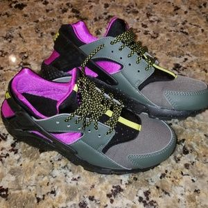 quality design 1a7fb 4c45f Nike Shoes - NIKE AIR HUARACHE